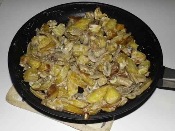 Poêlée de rattes aux champignons et à la crème de roquefort