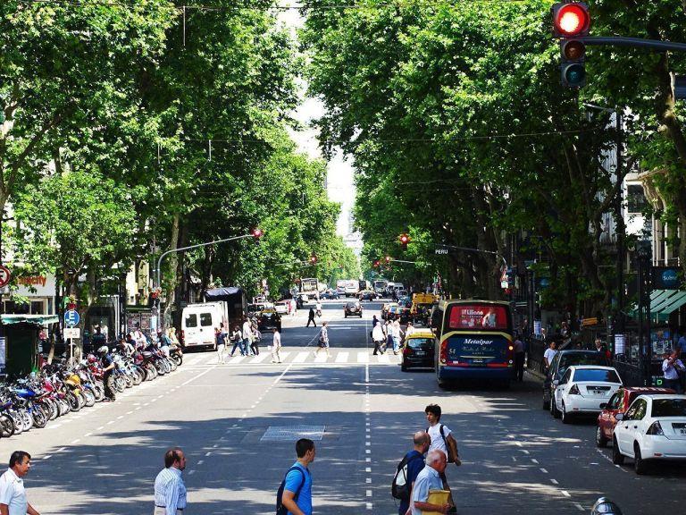 calles en primavera de buenos aires