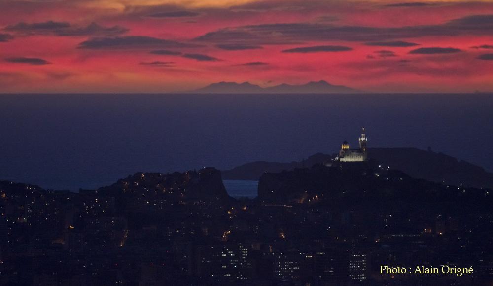 Le Canigou depuis La Bonne Mère à Marseille