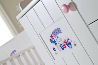 Çizgili ve Sade Bebek Odası (1)