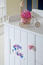 Çizgili ve Sade Bebek Odası (2)