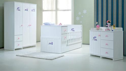 Çizgili ve Sade Bebek Odası (3)