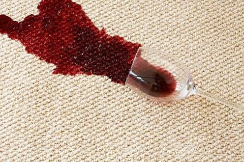Halıdaki kırmızı şarap lekesi nasıl çıkar