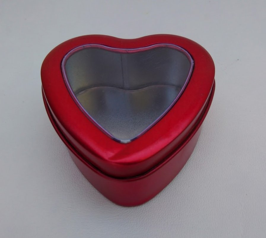 Can It's Small Red Heart Tins with a Window