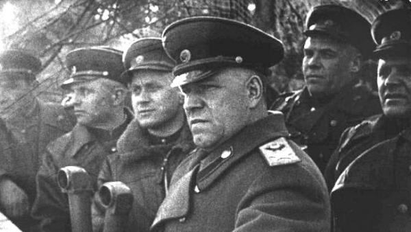CIBASS Zhukov en el Frente Oriental dirigiendo las operaciones