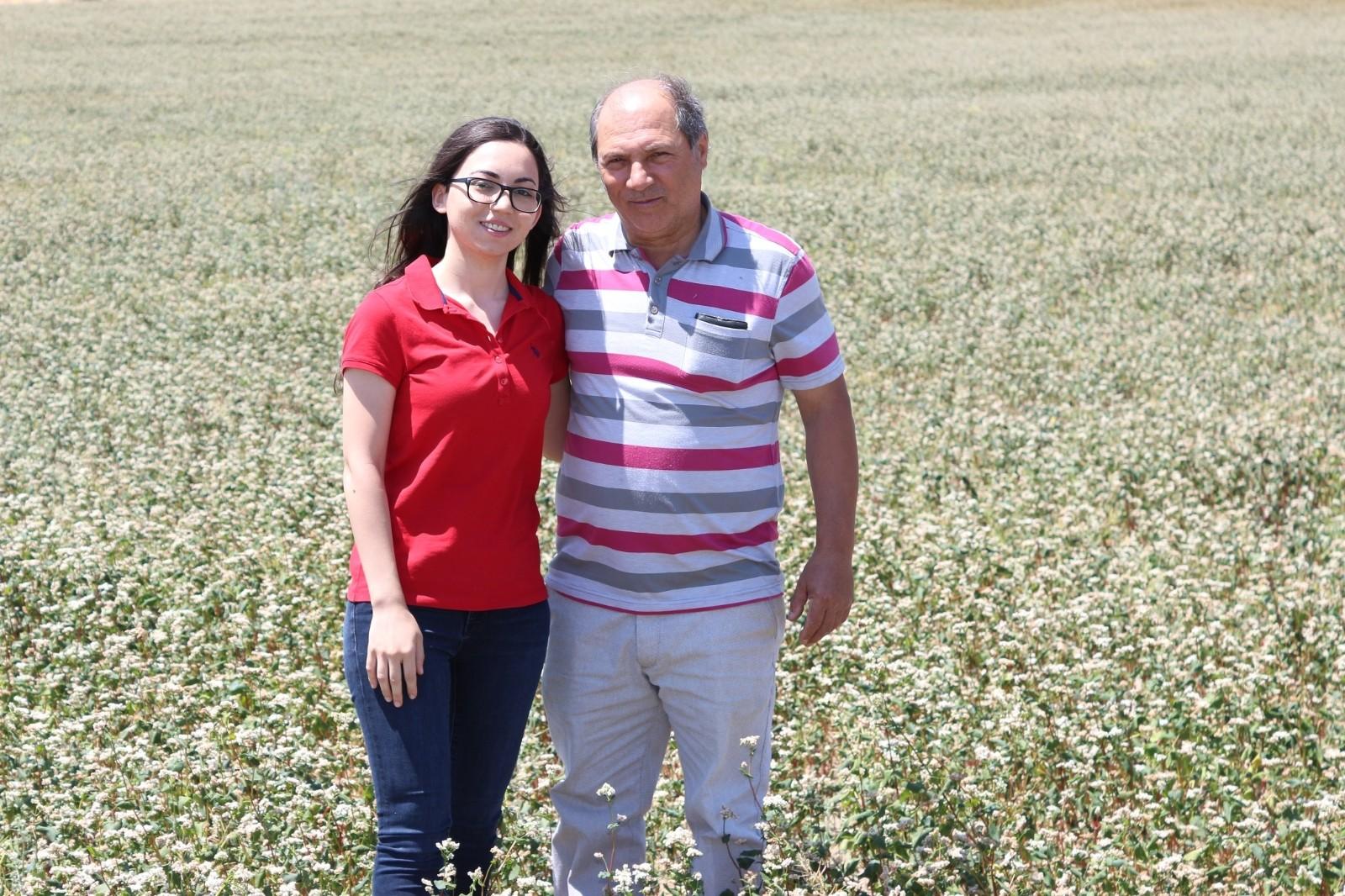 Baba kız el ele verdi, 'karabuğday' yetiştiriciliğinde ilk sıralarda yer aldı