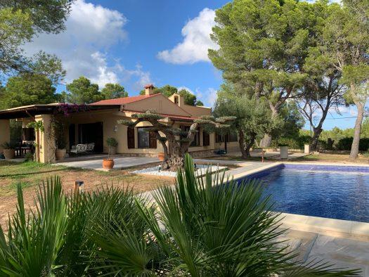 Villa con piscina privada España catálogo costa dorada