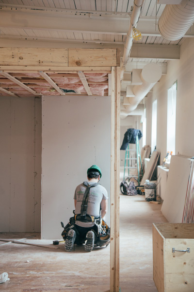 Home construction in Canmore follows correct safety procedures.
