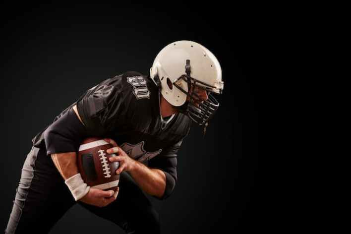 joeur de football américain sur fond noir, cbd et sport