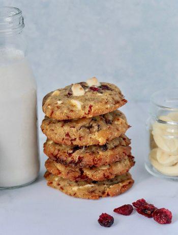 pile cookies chocolat blanc cranberries
