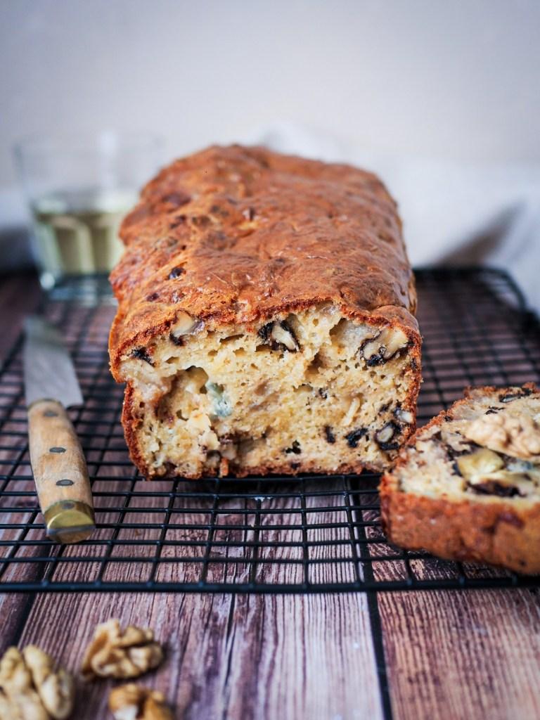 Cake poire gorgonzola et noix de face