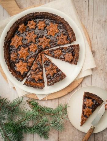 Tarte de Linzer torte découpée et déco de Noël