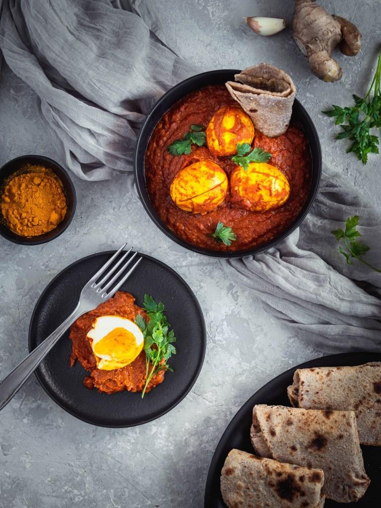 Curry aux œufs et pains indiens