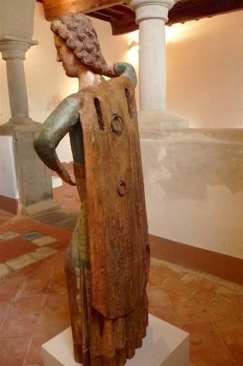 18-statue