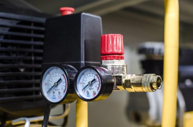 New pressure measuring device, pressure gauges on the compressor. Manometer