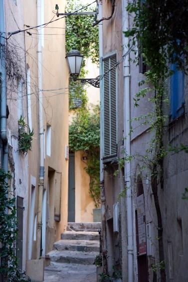 Pathway between streets
