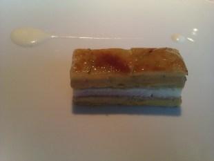 1995 Milhojas caramelizado de anguila ahumada, foie gras, cebolleta y manzana verde