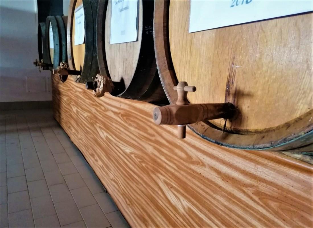 Lavorazione del Vin Santo di Vigoleno - botti di affinamento Cantina Visconti