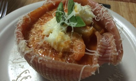 Caccavelle com camarão e molho de tomate