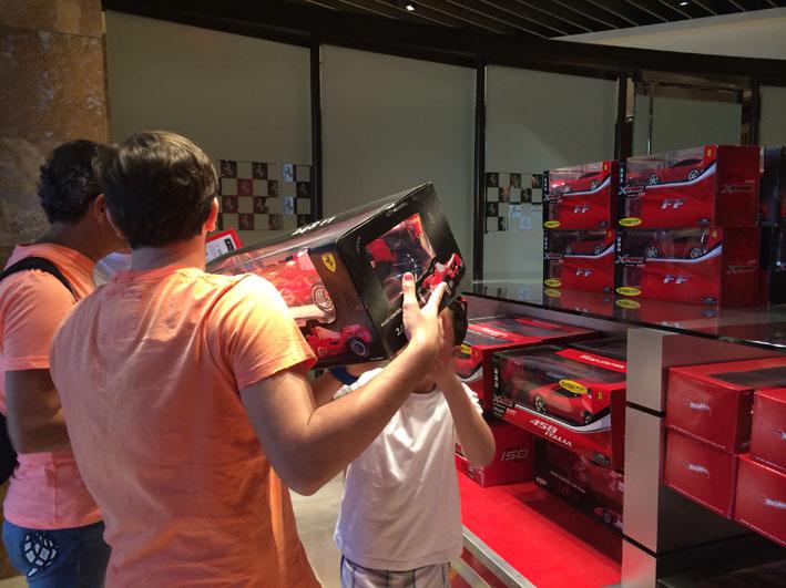 Loja Ferrari carro