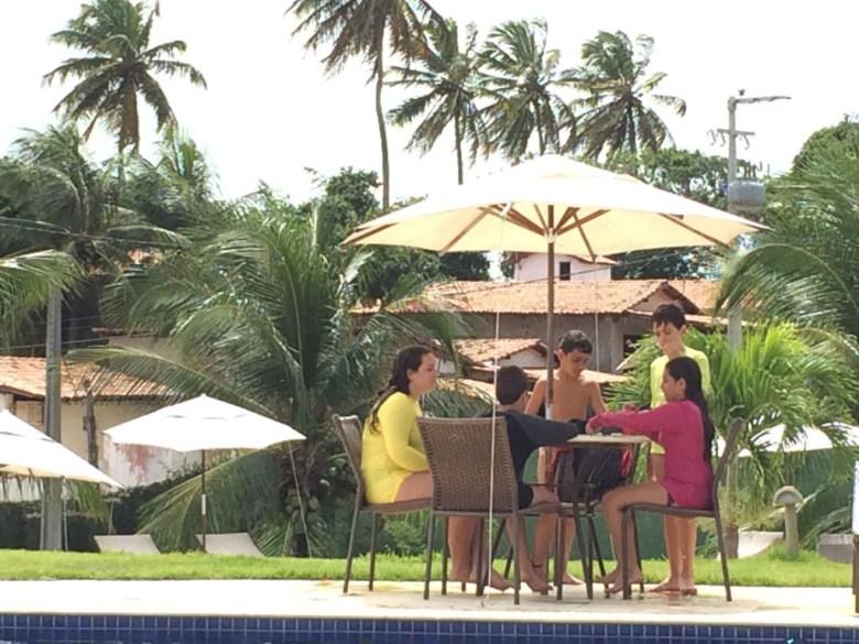 Girassois-mesas-piscina
