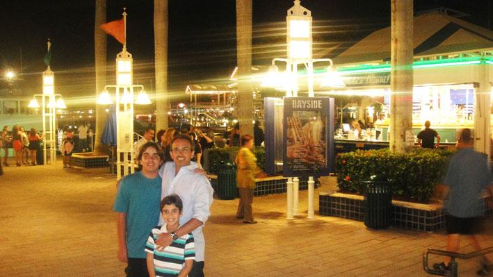 Bayside-Marketplace-noite