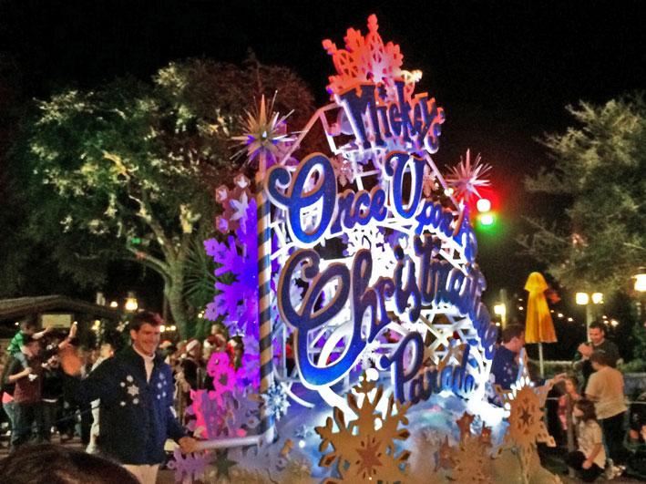 Mickeys-very-merry-christmas-carro