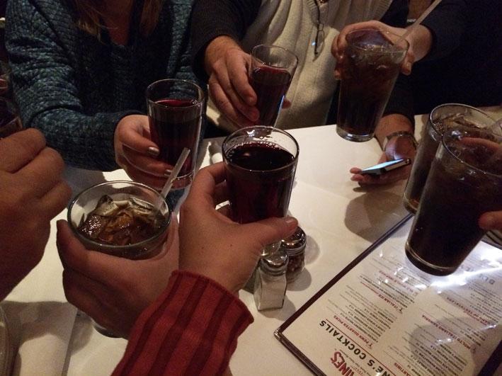 Onde-jantar-em-Washington-Carmines-brinde