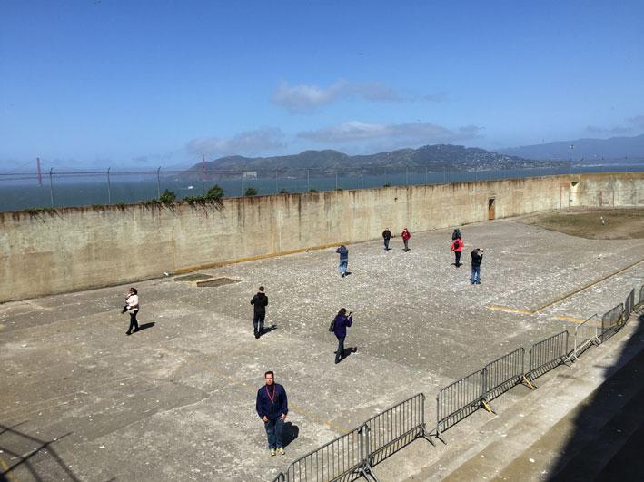Alcatraz-patio-sol