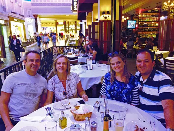 Onde-almocar-em-Las-Vegas-Mesa-Carmines