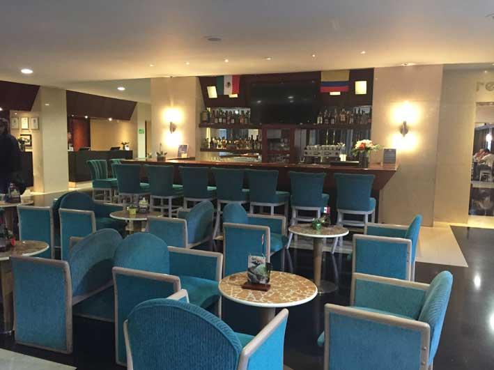 Hotel-perto-do-aeroporto-em-Bogota-bar2