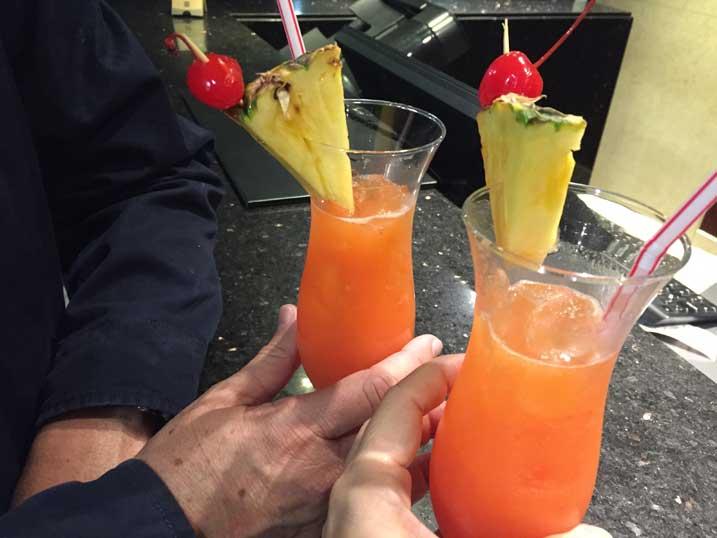 Hotel-perto-do-aeroporto-em-Bogota-drink