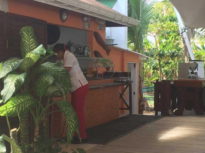 o-que-fazer-em-San-Andres-sem-sair-da-ilha-Rocjy-Cay-buffet