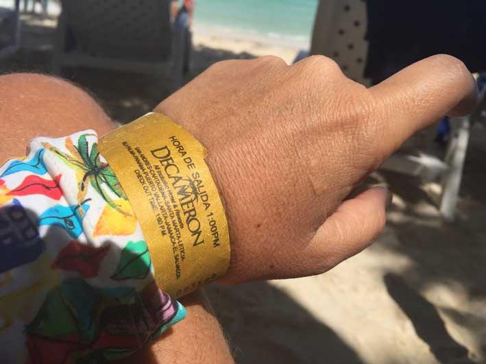 o-que-fazer-em-San-Andres-sem-sair-da-ilha-club-rocky-cay-pulseira