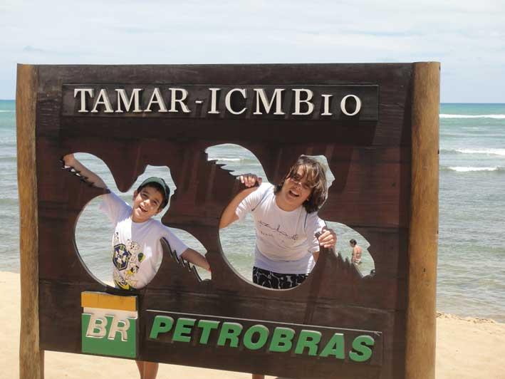 Viajando-com-criancas-pelo-Brasil-praia-do-forte2