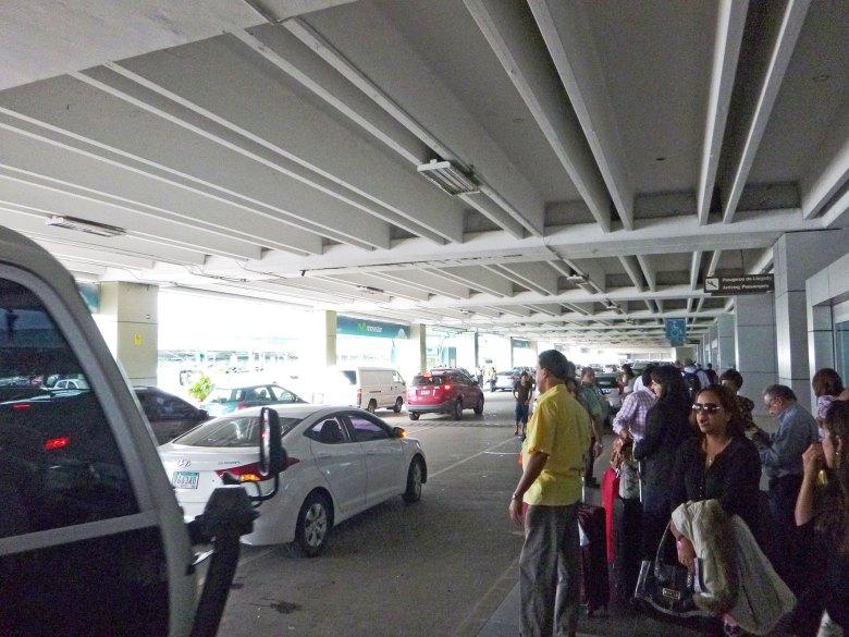 Aeroporto-de-Tocumen-no-Panama-carro
