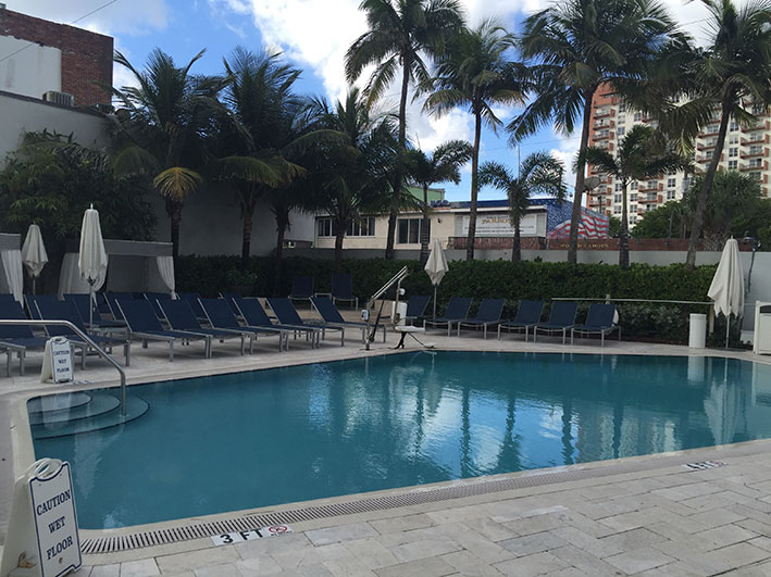 hotel-em-Fort-Lauderdale-piscina