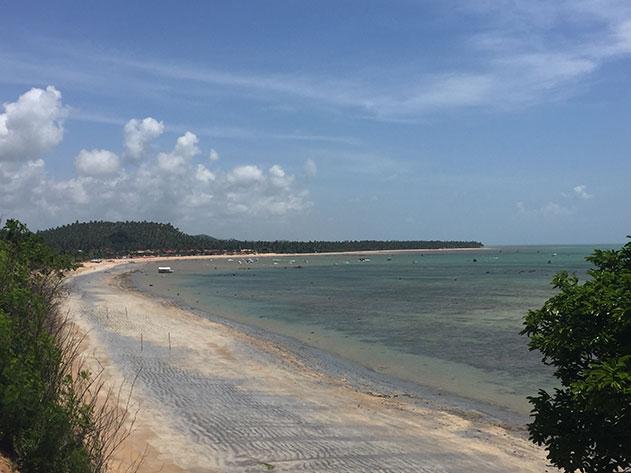 Vista da praia de Japaratinga