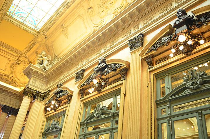 Detalhes do interior do Teatro Colón em Buenos Aires