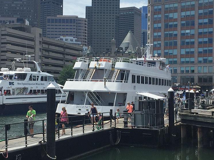 Passeio de barco cm Boston