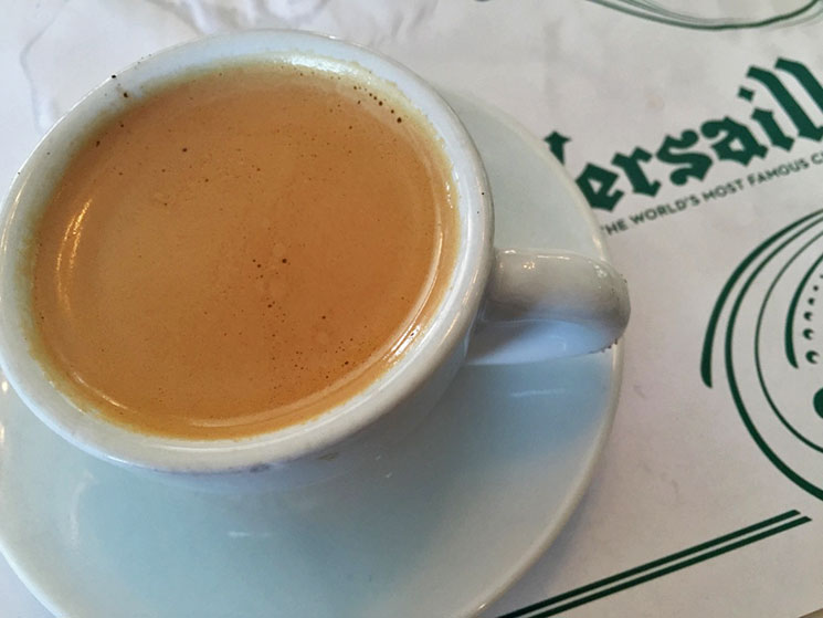 Café cubano do Restaurante Versailles em Little Havana em Miami