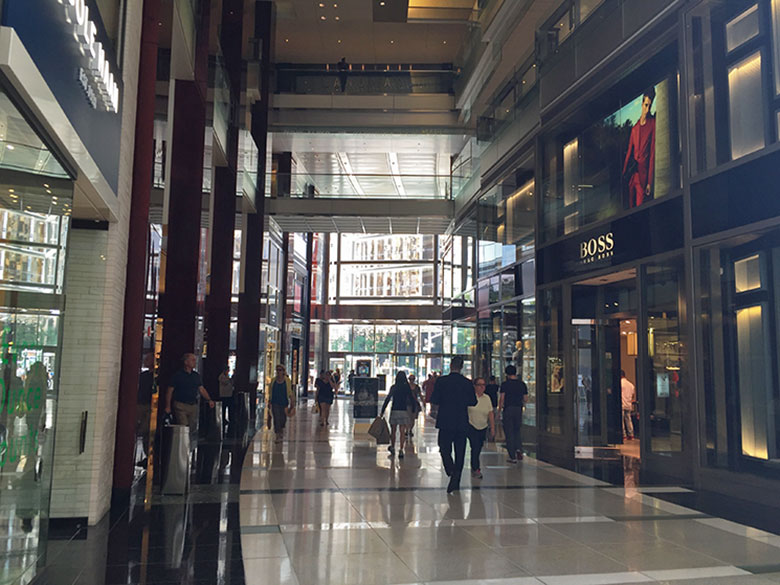 Corredores do shopping no Columbus Circle
