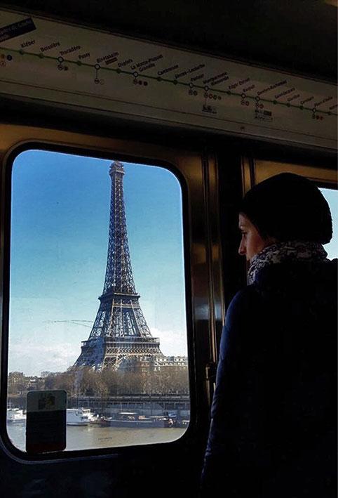 Torre Eiffel vista do metrô