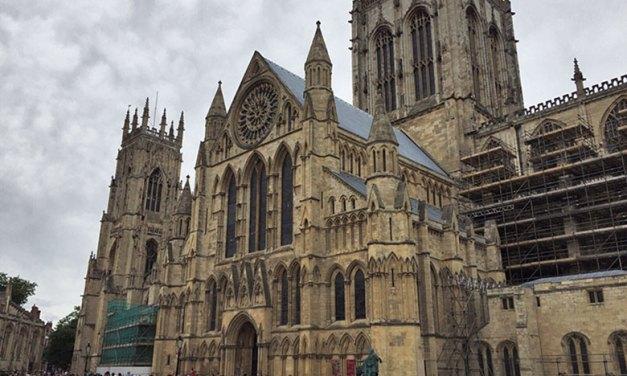 Catedral de York e seus lindos vitrais