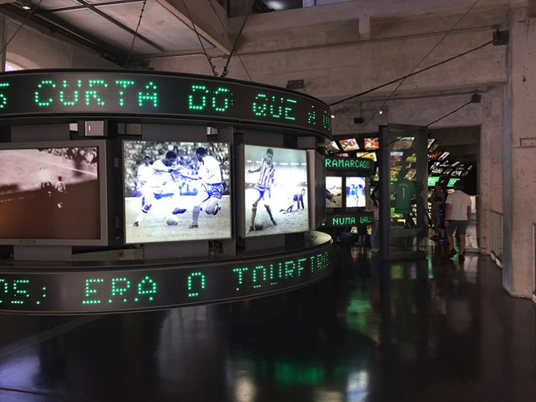 Salas de exposições do Museu do Futebol
