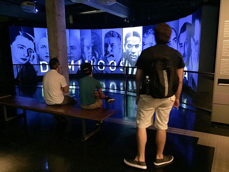 Sala de projeção no Museu do Futebol