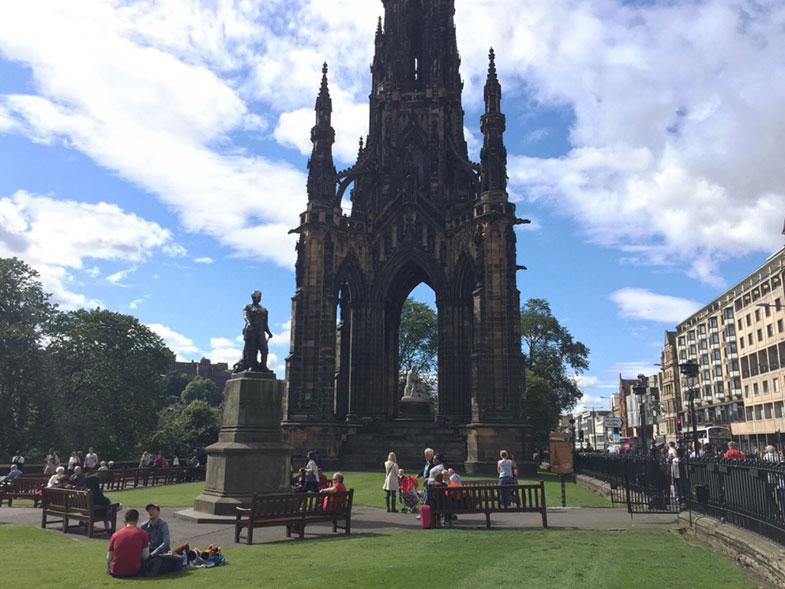 Monumento de Scott em Edimburgo