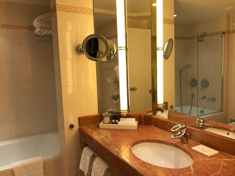 Banheiro do Sofitel Hotel em Paris