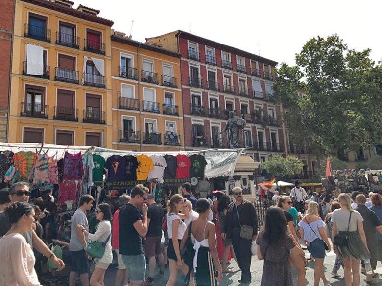 Plaza de Cascorro no Rastro em Madrid