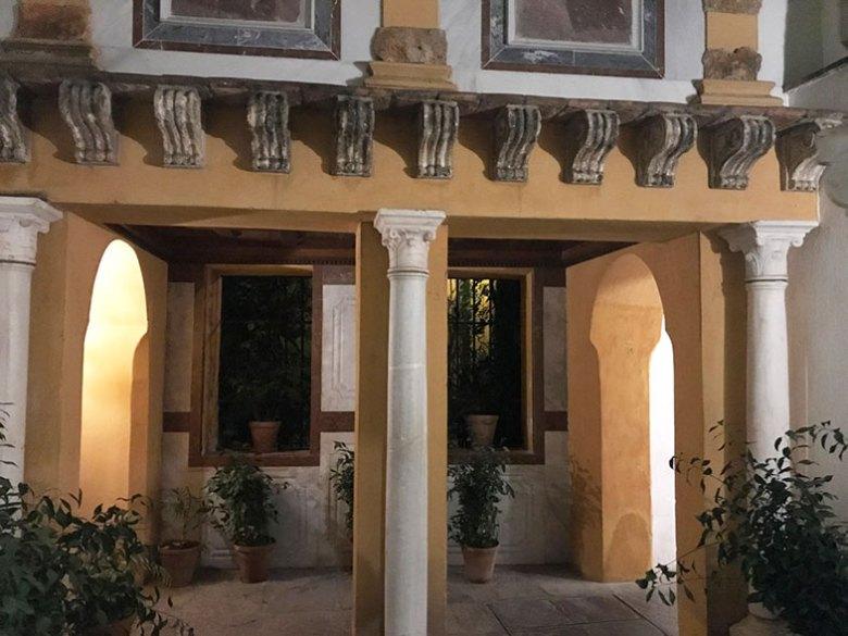 Corredor do Hotel la Casas de la Judería em Sevilha